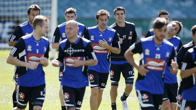 Sydney stick with skipper despite Del Piero arrival