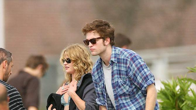 Pattinson De Ravin Movie Set