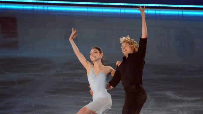 US Ice Dance pair, Meryl Davis (L) and Charlie White perform during the exhibition event in the World Team Trophy 2012 figure skating competition in Tokyo on April 22, 2012.   AFP PHOTO / TOSHIFUMI KITAMURA (Photo credit should read TOSHIFUMI KITAMURA/AFP/Getty Images)
