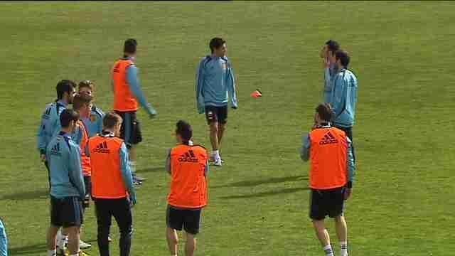 Football - Spanish midfield maestros back to face France