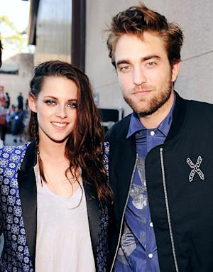 Robert Pattinson Moves Back in With Kristen Stewart