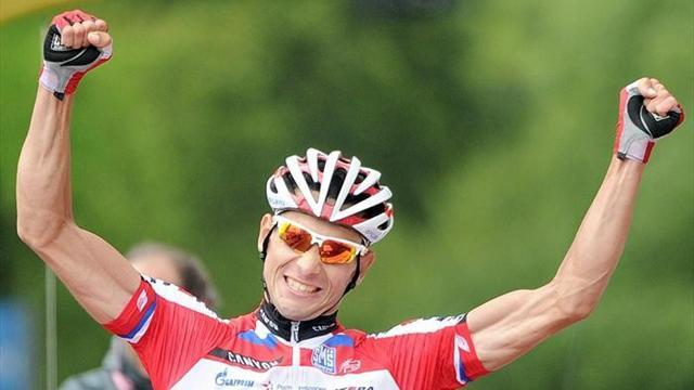 Giro d'Italia - Belkov soloes to win in rainy Florence as Hesjedal falters