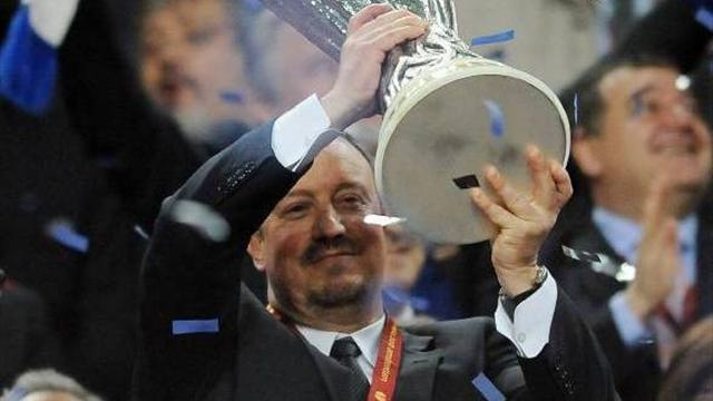 Football - Outgoing Benitez enjoys rare round of applause