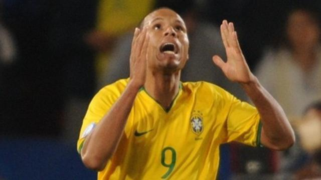 Brazil recall Luis Fabiano for Argentina friendly