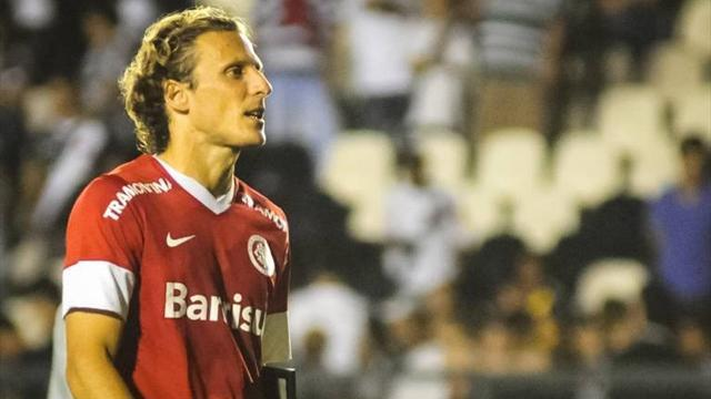 World Cup - Forlan dropped as Uruguay reshuffle