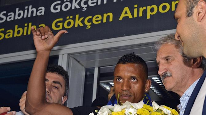 Fenerbahce signs Nani from Manchester United