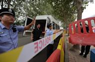 Police prepare barricades outside a Jinan court on September 21, 2013 ahead of the sentencing of Bo Xilai