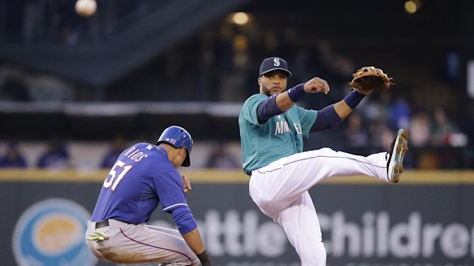 Smoak, Mariners rally for 6-5 win over Rangers