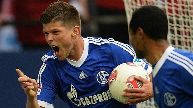 Bundesliga - Schalke's Huntelaar back in training