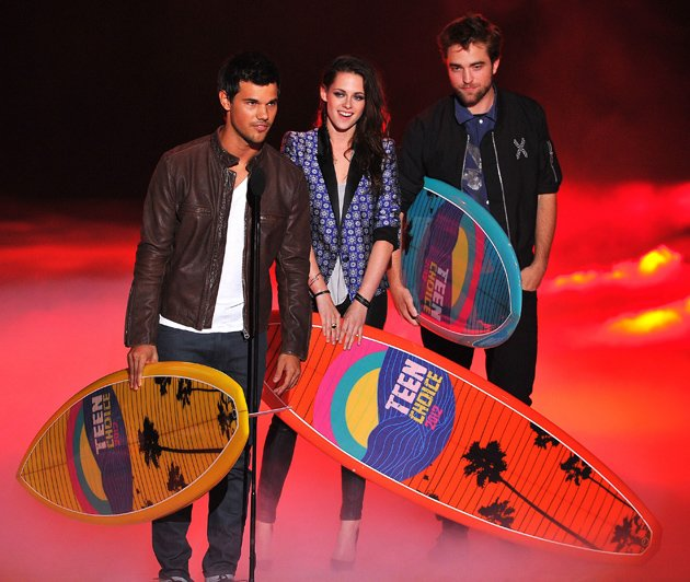 Kristen Stewart, Taylor Lautner and Robert Pattinson at the Teen Choice Awards
