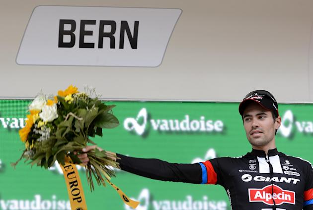 Cycling - Dumoulin pips Froome to Vuelta stage nine, overall lead