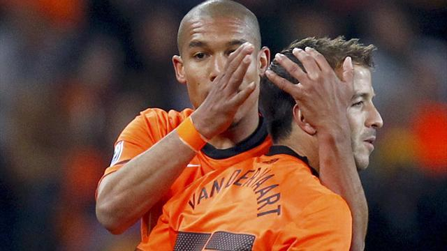 Van der Vaart, De Jong dropped by Netherlands