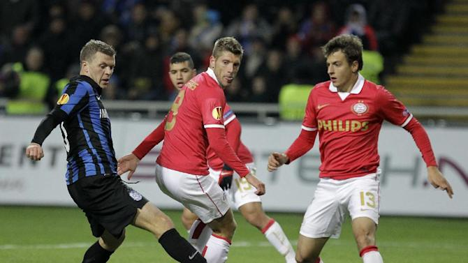 Netherlands PSV's Stijn Schaars,center, and Santiago Arias challenges for the ball against Olexiy Gai,left, of  FC Chornomorets during a Europa League Group B soccer match between FC Chornomorets and PSV Eindhoven at the Chornomorets stadium in Odessa, Ukraine, Thursday, Oct. 3, 2013