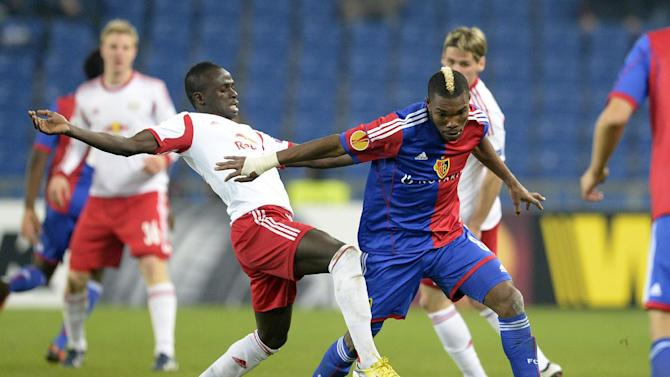 Salzburg's Sadio Mane, left, challenges Basel's Geoffroy Serey Die for the ball during the Europa League round of sixteen first leg soccer match between Switzerland's FC Basel and Austria's FC Salzburg at the St. Jakob-Park stadium in Basel, Switzerland, on Thursday March 13, 2014
