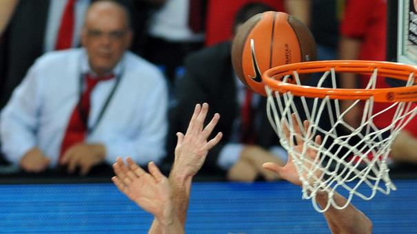 CSKA Moscow's Andrei Kirilenko (R) Vies AFP/Getty Images