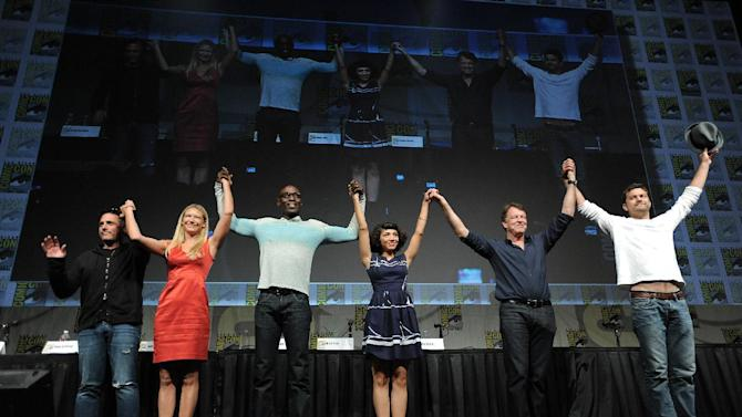 """J.H. Wyman, Anna Torv, Lance Reddick, Jasika Nicole, John Noble and Joshua Jackson take a final bow at the """"Fringe"""" screening and panel at Comic-Con on Sunday, July 15, 2012, in San Diego, Calif. (Photo by Jordan Strauss/Invision/AP)"""