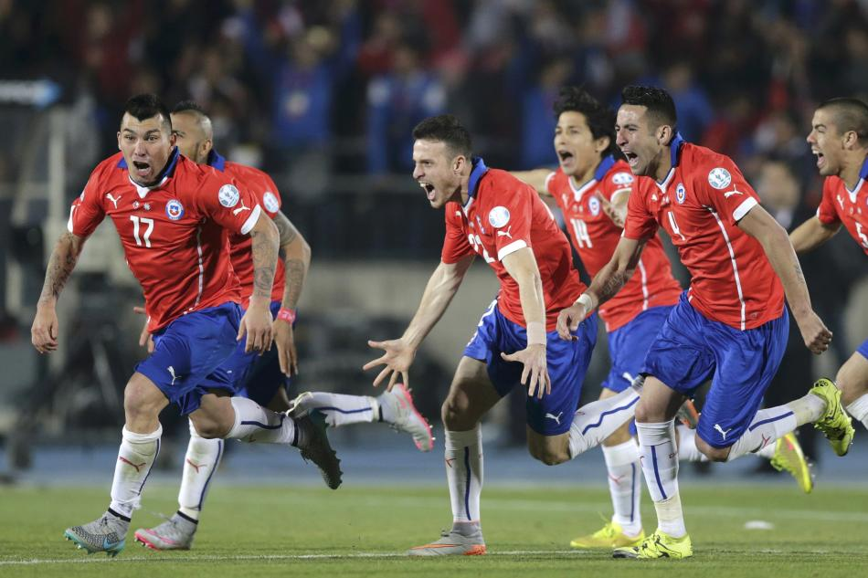 Chile players celebrate after defeating Argentina in their Copa America 2015 final soccer match at the National Stadium in Santiago