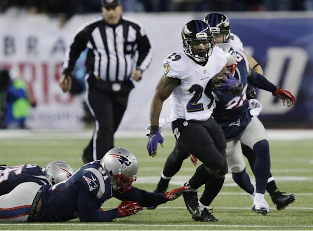 Baltimore Ravens running back Justin Forsett (29) runs away from New England Patriots outside linebacker Jamie Collins (91) in the first half of an NFL divisional playoff football game Saturday, Jan.