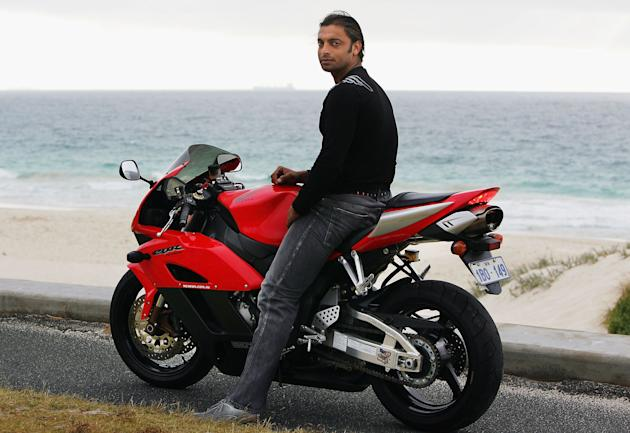 Shoaib Akhtar Visits Perth Beach