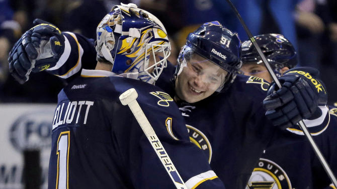 Oshie, Tarasenko lift Blues past Jets, 4-3