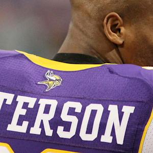 Adrian Peterson returns to the NFL