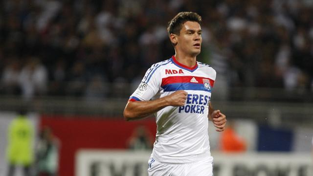 Premier League - Southampton sign Lyon defender Lovren