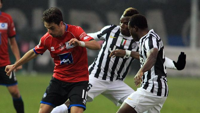 Atalanta's Giacomo Bonaventura, left, is challenged by Juventus' Paul Pogba, center, of France, and Kwadwo Asamoah, of Ghana, during a Serie A soccer match in Bergamo, Italy, Sunday, Dec. 22, 2013. Juventus won 4-1 at Atalanta in Serie A on Sunday but Roma eased to a 4-0 victory over bottom club Catania to keep up the pressure on the league leader and two-time defending champion