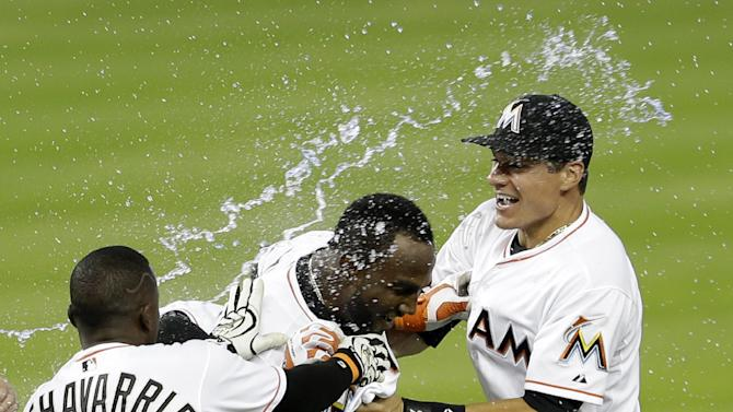 Surging Marlins score in 9th to beat Mets 1-0