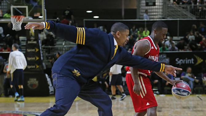 East coach Jalen Rose, left, reaches in on West's Kevin Hart during halftime at the NBA All-Star Celebrity basketball game in New Orleans, Friday, Feb. 14, 2014. East won 60-56. (
