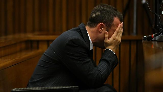 Pistorius case - Pistorius retches as court hears Steenkamp autopsy details