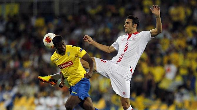Sevilla's Vicente Iborra, right, vies for the ball with Estoril's Seba, from Brazil, during their Europa League group H soccer match at the Antnio Coimbra da Mota stadium in Estoril, near Lisbon, Thursday, Sept. 19, 2013