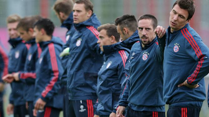 Bayern's Franck Ribery of France, 2nd right, jokes with  team mate Mario Mandzukic of Croatia during a training session prior to the Champions League, first round, soccer match between FC Bayern Munich and CSKA Moscow, in Munich, Germany, Monday, Sept. 16, 2013. Munich will face Moscow Tuesday