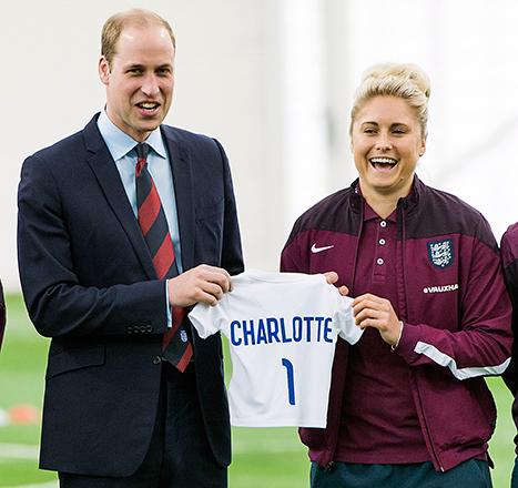 Adorable ! Prince William receives cute Soccer Jersey for daughter Princess Charlotte at a royal event