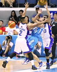 San Mig's James Yap is double-teamed by Petron's Denok Miranda and Marcio Lassiter. (PBA Images)