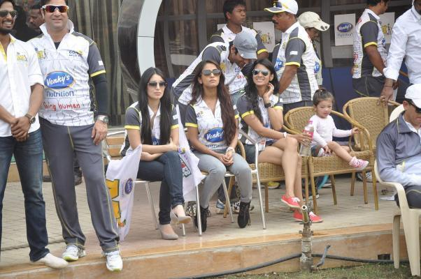 Celeb during Celebrity Cricket League 4 (CCL) match to promote the film Jai Ho in Mumbai on January 25, 2014. (Photo: IANS)