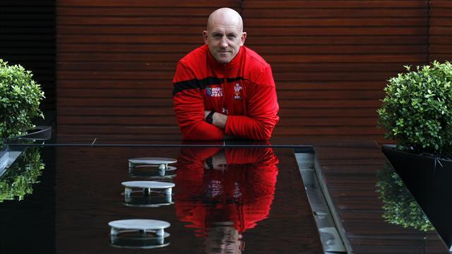 Rugby - Edwards quits Irish role to focus on Wales