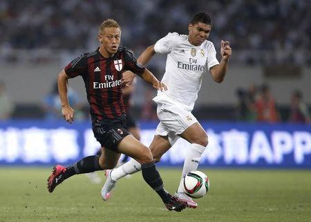 Casemiro, do Real Madrid, e Keisuke Honda, do Milan