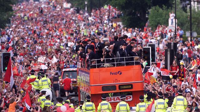 Premier League - Ferguson to speak at United trophy parade