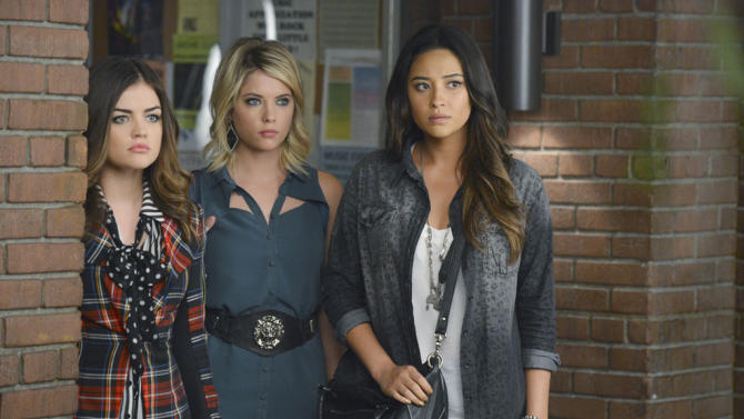 """""""Pretty Little Liars"""" -- """"What Becomes of the Broken-Hearted"""" LUCY HALE, ASHLEY BENSON, SHAY MITCHELL"""