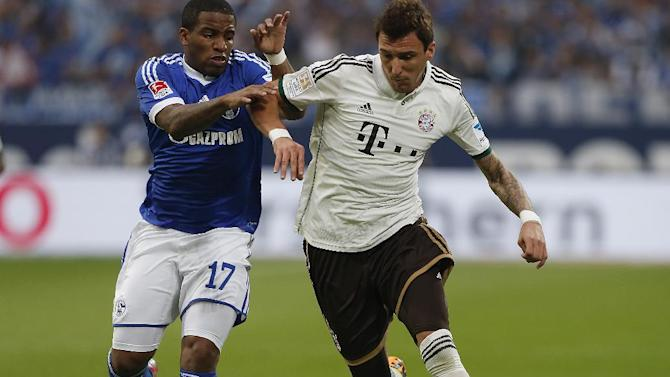 Schalke's Jefferson Farfan of Peru, left, and Bayern's Mario Mandzukic of Croatia challenge for the ball during the German first division Bundesliga soccer match between Schalke 04 and Bayern Munich in Gelsenkirchen, Germany, Saturday, Sept. 21, 2013