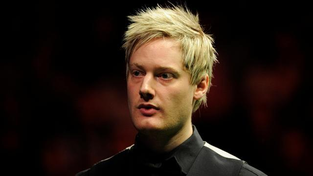 Snooker - Robertson hits four centuries to reach UK last 16