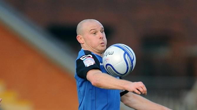Gary Jones joins Bradford after 11 years' service to Rochdale