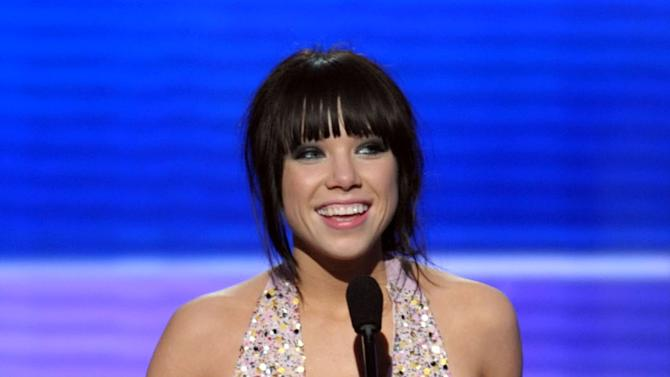 Carly Rae Jepsen accepts the award for new artist of the year at the 40th Anniversary American Music Awards on Sunday, Nov. 18, 2012, in Los Angeles. (Photo by John Shearer/Invision/AP)