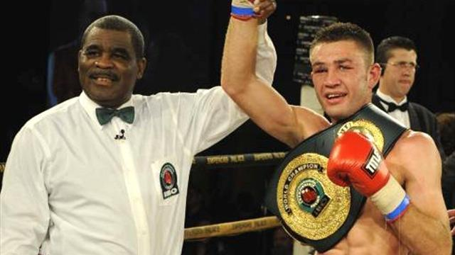 Boxing - Hatton suffers points defeat to Van Heerden
