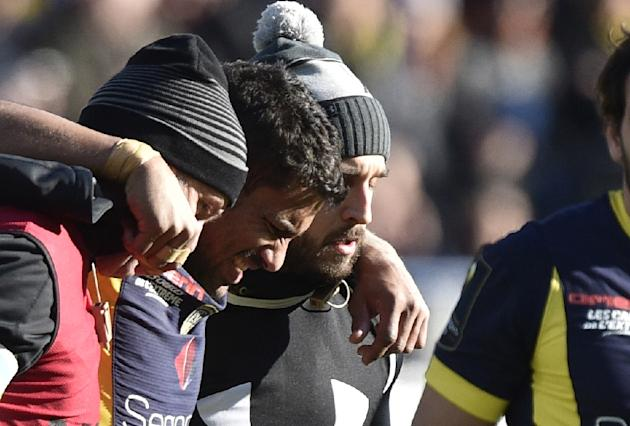 Clermont's centre Wesley Fofana (C) leaves the pitch after being injured during the European Champions Cup rugby union match against Exeter Chiefs at the Michelin Stadium in Clermont-Ferrand on Ja
