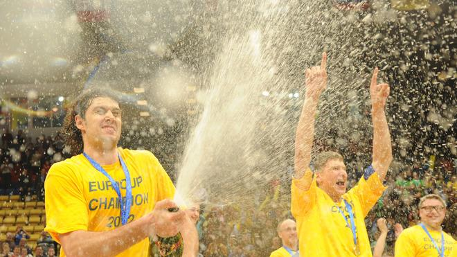 BC Khimki's Kresimir Loncar (L) And Team Mates AFP/Getty Images