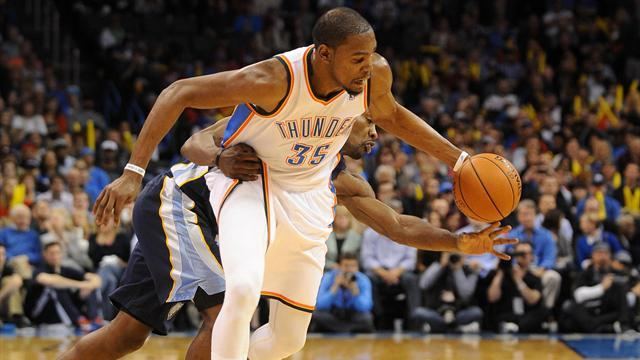 Basketball - Durant drains 37 points in Thunder victory