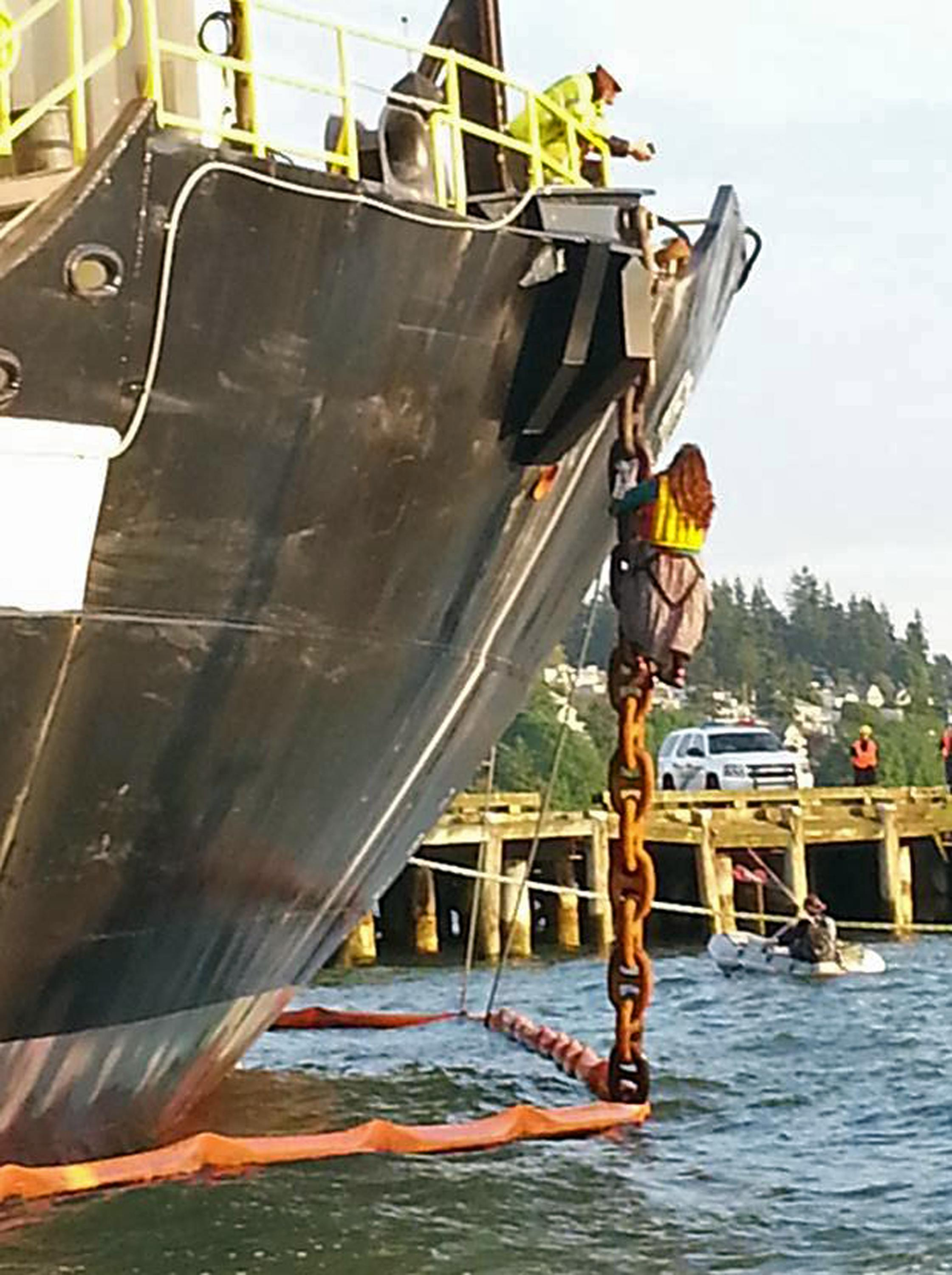 Protester leaves Shell ship north of Seattle; 1 remains