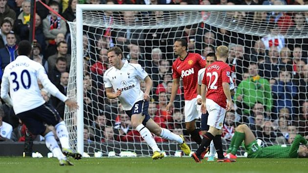 Tottenham Hotspur's Jan Vertonghen (2nd L) celebrates after scoring during their English Premier League soccer match against Manchester United at Old Trafford in Manchester, northern England, September 29, 2012. (Reuters)