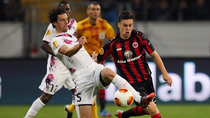 Frankfurt's Vaclav Kadlec of Czech Republic, right, and Bordeaux's Jeremie Brechet challenge for the ball during a Europa League Group F soccer  match between Eintracht Frankfurt and FC Girondins Bordeaux in Frankfurt, Germany, Thursday, Sept.19, 2013